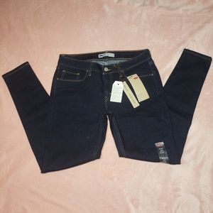 Levi's 535 Super Skinny W30xL28 New with Tags